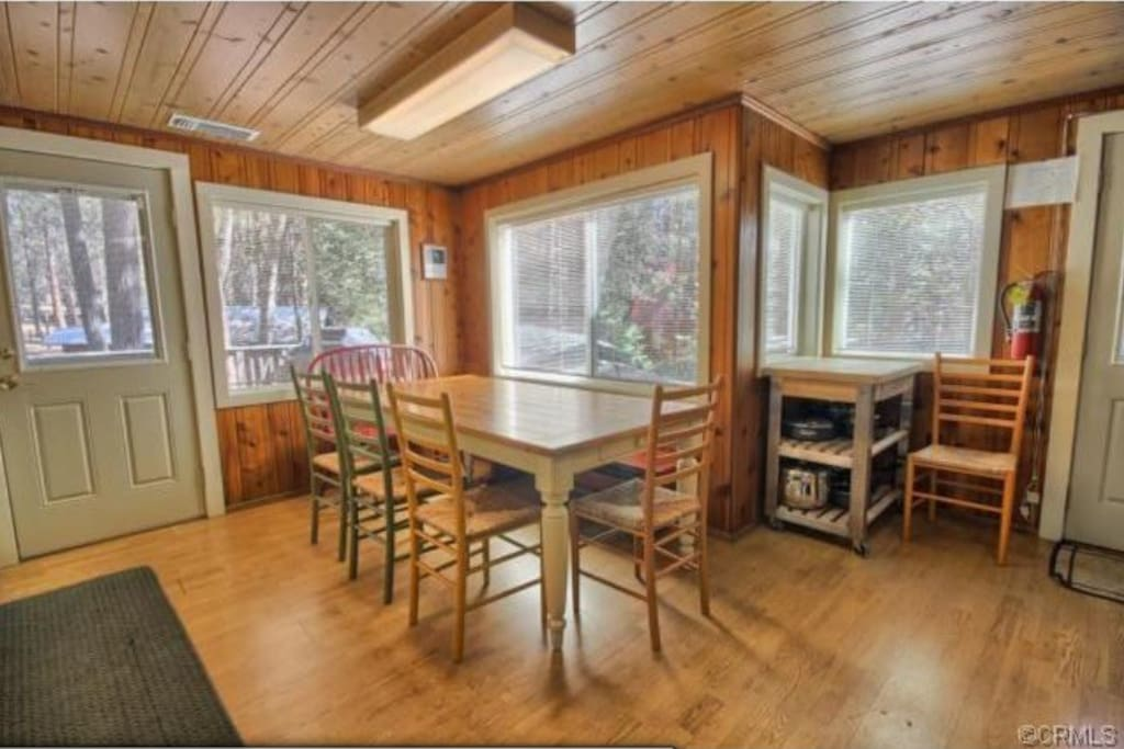 Dining area seats 8, perfect for family meals and planning your day in Yosemite.