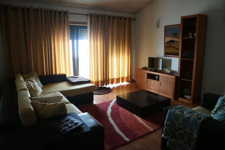 Habitação 1  sala de estar . vista para o mar . 18 m2