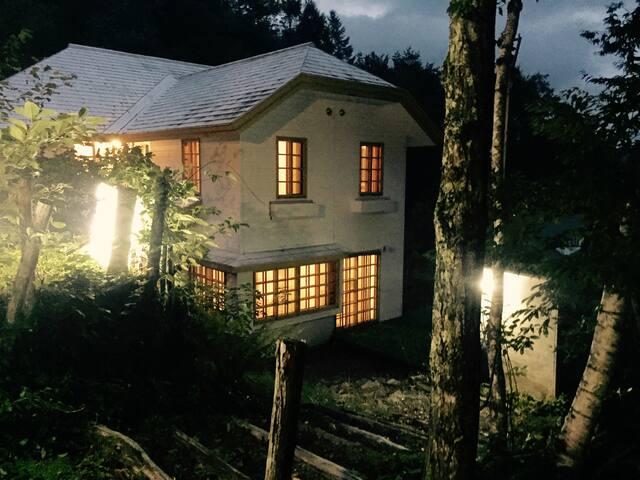 かまいたちの夜?冬季限定雪深い鈴蘭高原のペンション一棟貸し/3泊以上/ベッド数26/各部屋トイレ有り