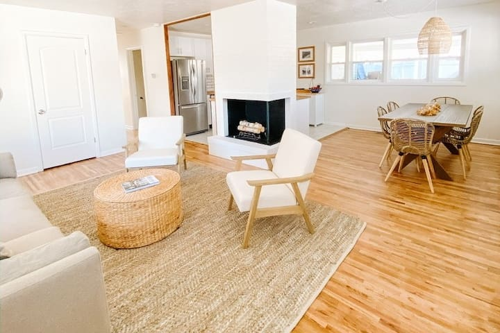 Cozy, clean, conveniently located Boho Bungalow!