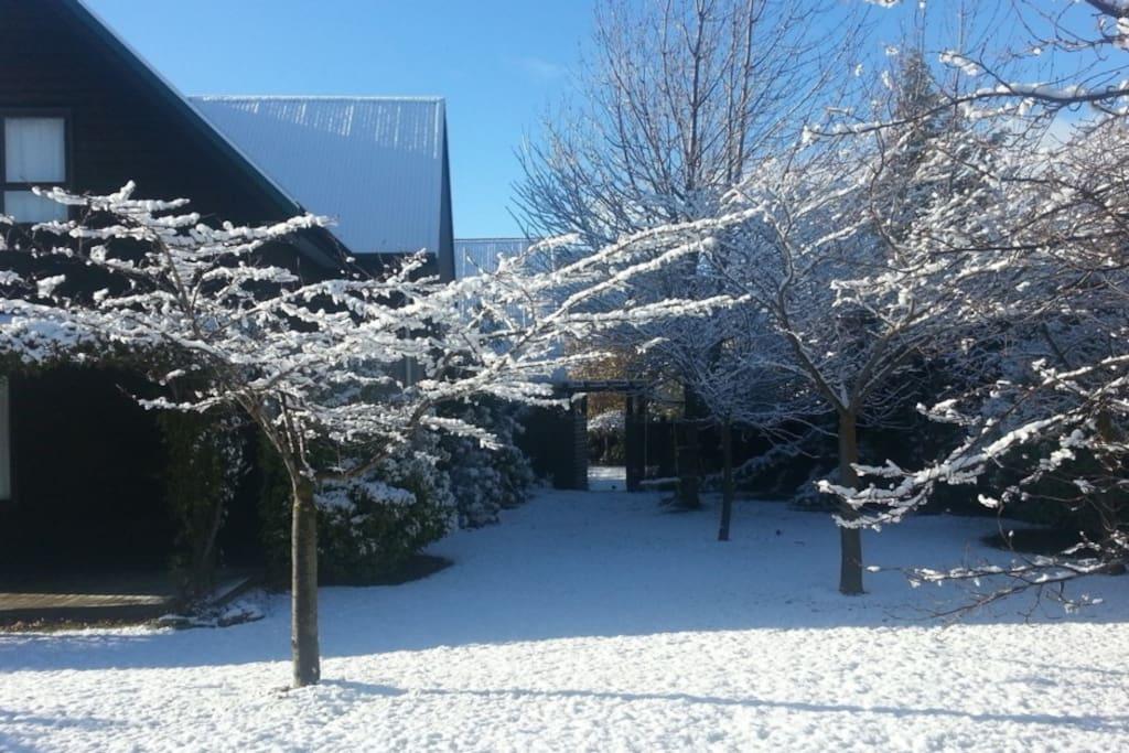 Wanaka 5 Bedroom Family Holiday House - Warm in winter