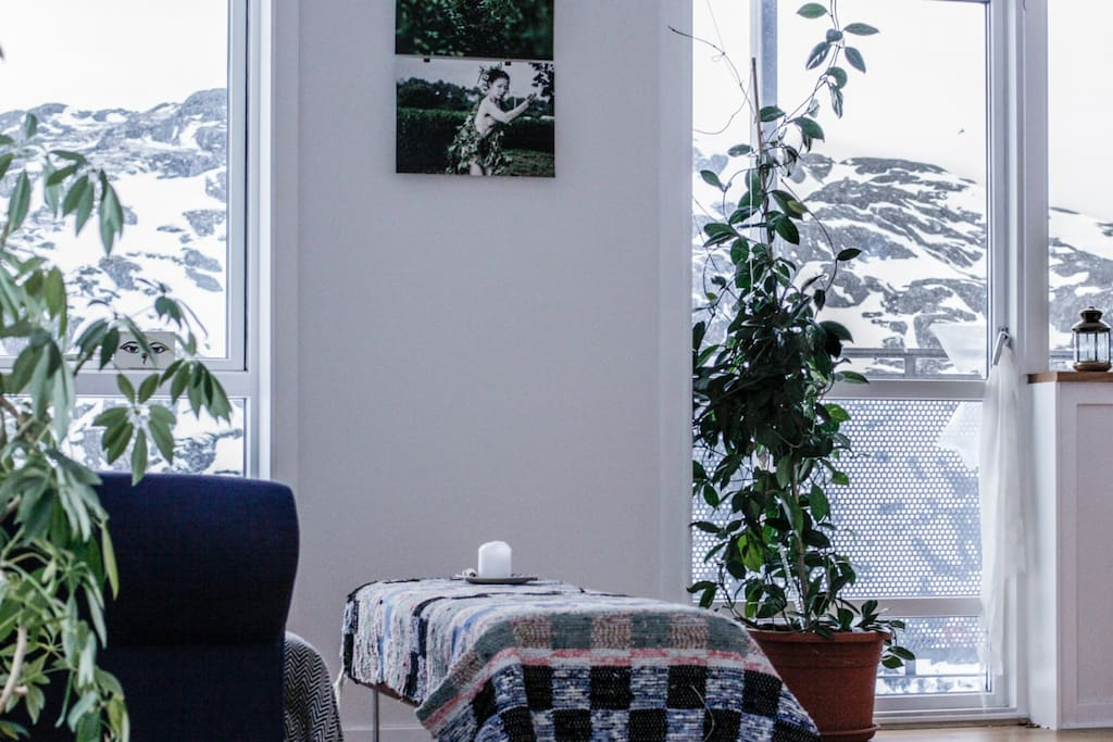 Living room with view over the mountain and fjord