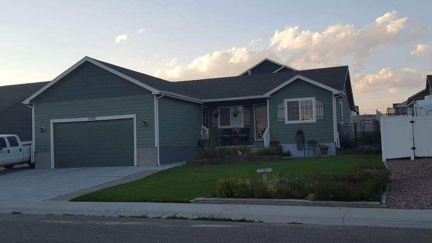 Comfortable 3br 2 ba home Rock Springs Wy
