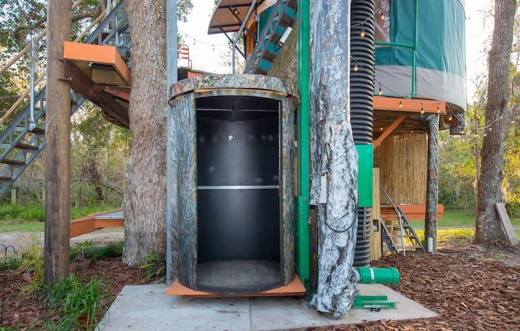 Treehouse elevator