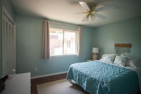 Lovely Beach Room - Drive to Pensacola Beach