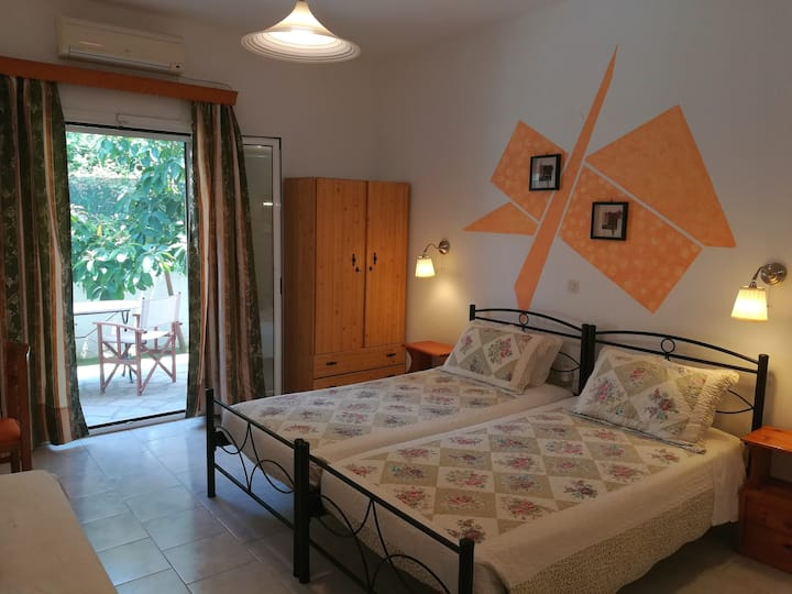 Villa Eleni (Studio 1) Fully equiped, near the sea