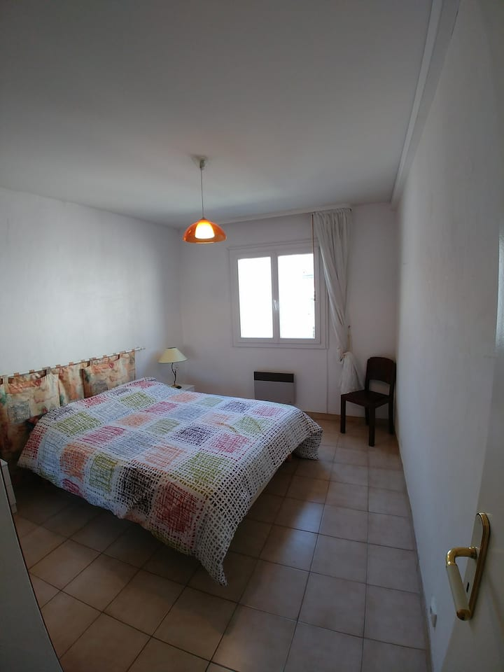 Bien située-well located room in city center