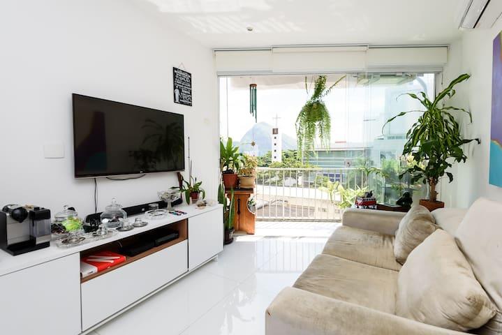Apartamento no melhor do Leblon