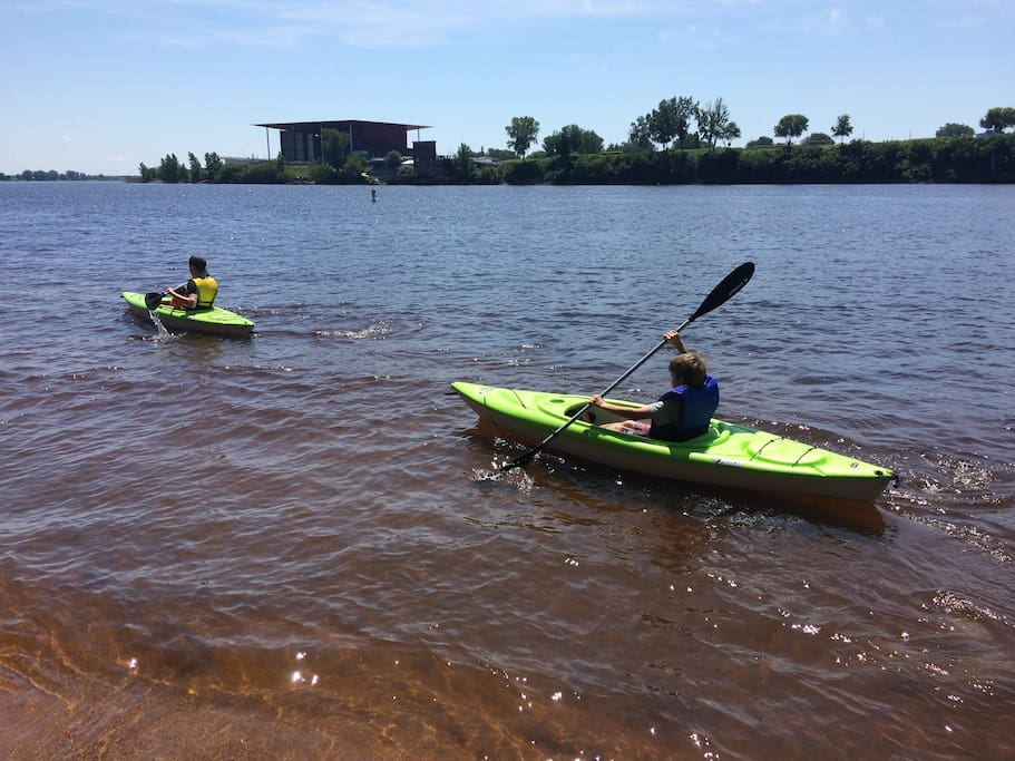 kayaks (2) et un canot 2 places peuvent etre disponibles