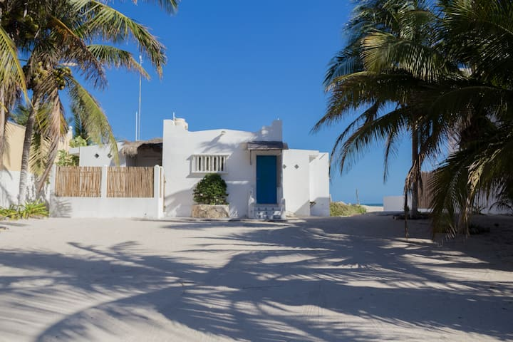 Casa Puerta Azul