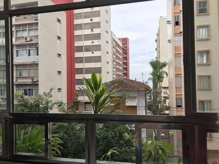 Apto á 1 quadra da praia - Boqueirão Santos/SP