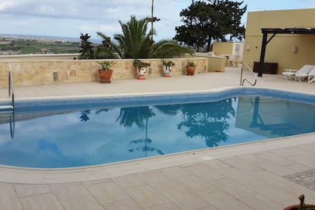 Centrally located  studio with free use of pool