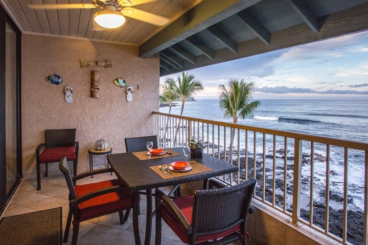Luxury Oceanfront Private Top Floor Kona Reef D36