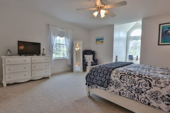 Lighthouse Room - white and blue décor, queen size bed, private bathroom with soaker tub/shower