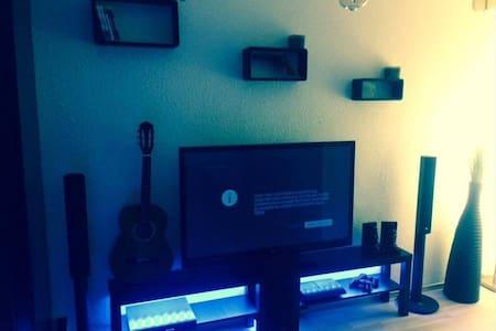 Ein möbliertes perfekt ausgestattetes  Zimmer - Apartment
