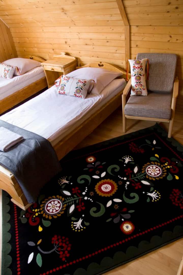 Cozy double room in Highlanders' Hut