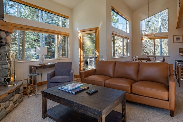 Corner Unit with Baldy Views - Walk to Downtown and Ski Lifts  | 3 Bedroom, 3 Bathroom