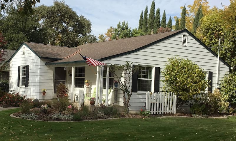 Charming Cottage in Desirable East Sacramento