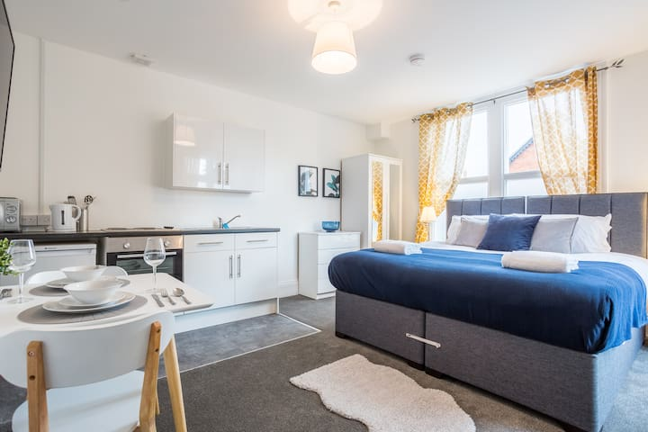 ⛵Deluxe Southend studio apartment for 2. Parking