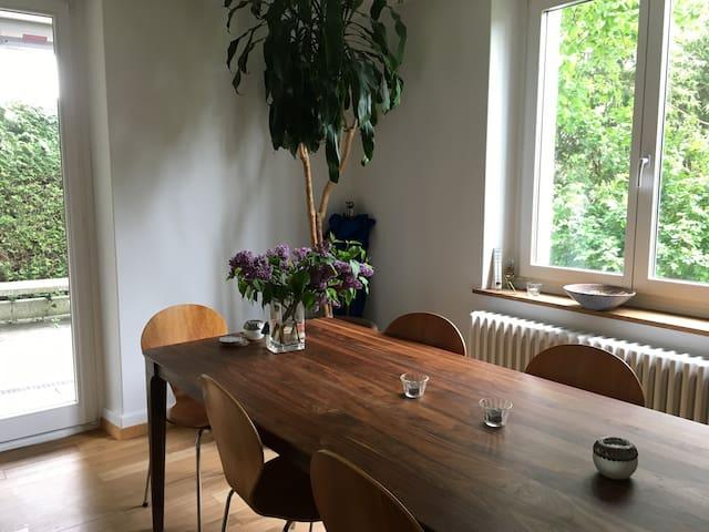 Wohnung mit Gartensitzplatz, zentral & ruhig