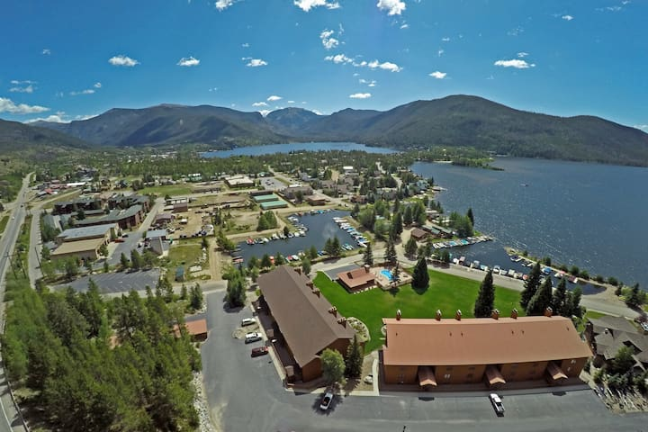 Downtown Lakeside location! Close to Rocky Mountain National Park.