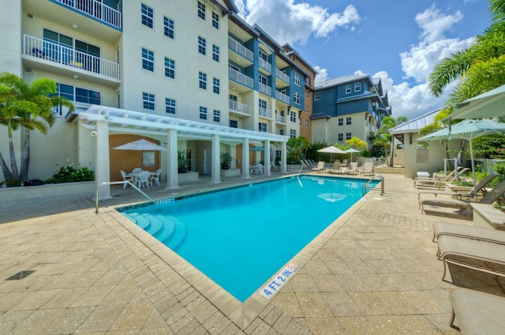 Steps to The Beach! Lovely 1BR Suite for 4, Pool
