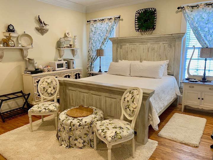 Bama Bed and Breakfast-Magnolia Family Suite-OPEN!