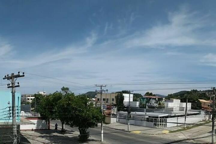 Vista da varanda para rua principal