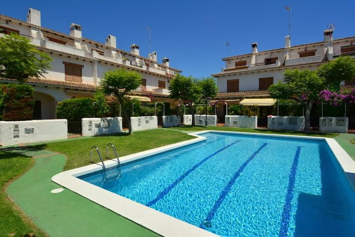 Townhouse with 3 bedrooms, with communal area and pool