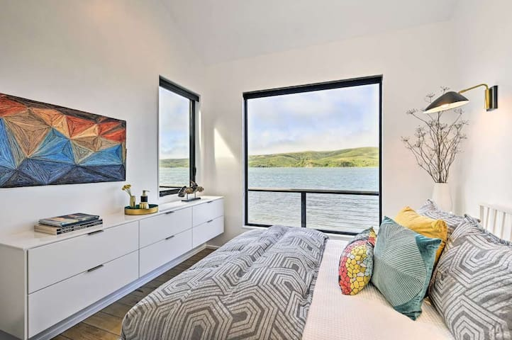 Queen Bedroom on the Bay - Views, EO French Lavender lotion, hardwood floor, wool rug, books and carefully selected modern decor.