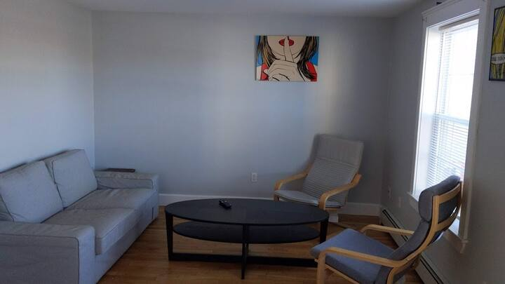 2 bedroom apartment, steps away from Maine Med