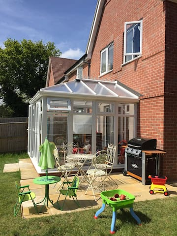 Family home, conservatory & garden - Billingshurst - House
