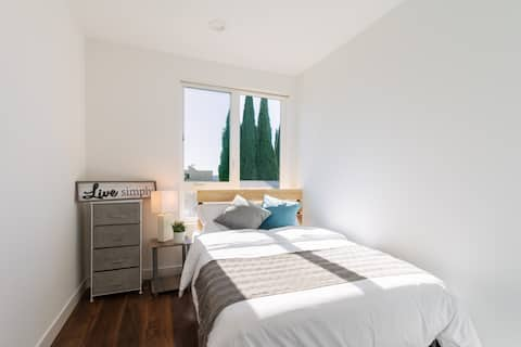Private bedroom in Hollywood near Sunset blvd