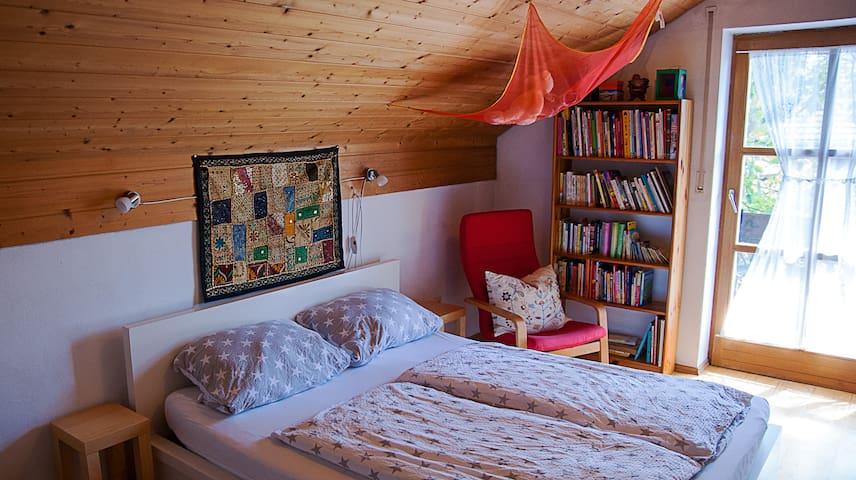 """Zimmer """"A"""" (von 3 Zimmern)-Comfortable room/1 of 3 - Hengersberg"""
