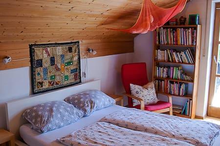 "Zimmer ""A"" (von 3 Zimmern)-Comfortable room/1 of 3 - Hengersberg - House"