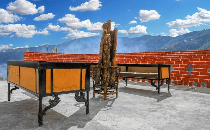 Spectacular valley View rooms |Unforgettable Chail