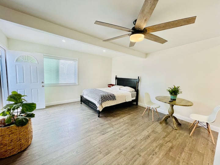 Remodeled Studio with Private entrance for privacy