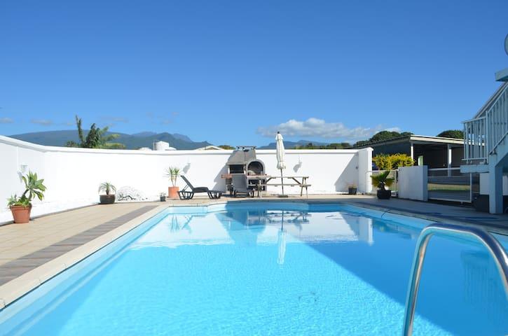 """Chambre chez l'habitant/piscine St André """"Mangue"""" - Saint Andre"""