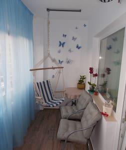 Modern apartment, panoramic view, your home away. - Sibiu - Huoneisto