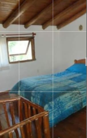 dormitorio con cama de 2 pzas en planta alta