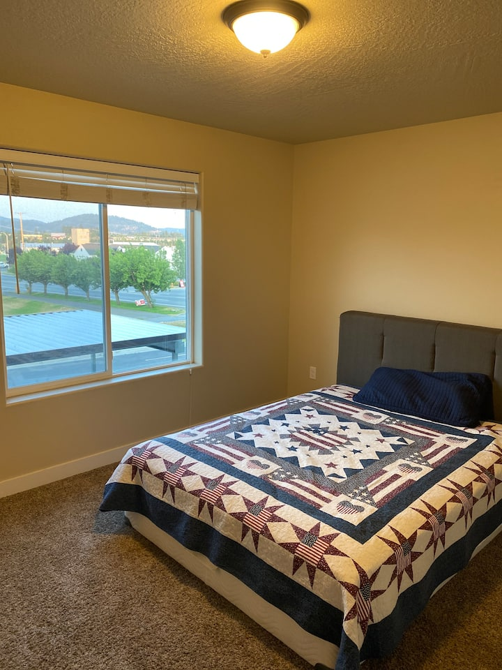 Private bedroom and bathroom in coeur d'alene