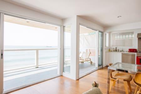 Stunning Oceanfront Malibu Condo - Malibu - Condominium
