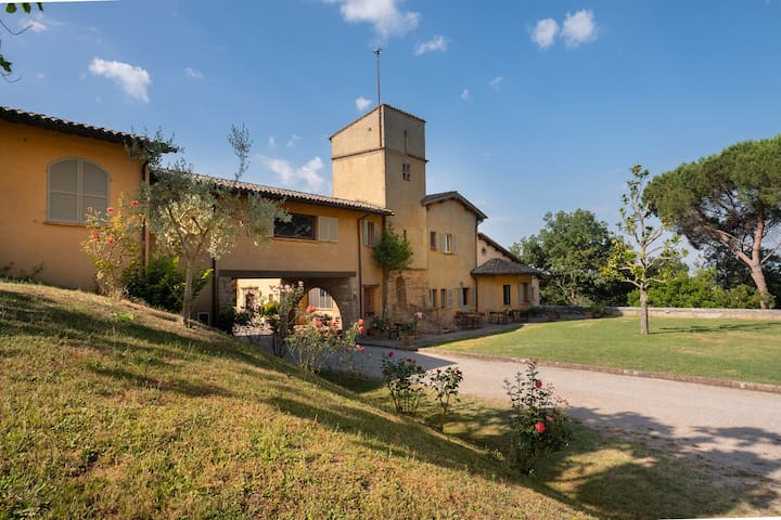 Le Cerque: relax, pool and amazing views in Umbria