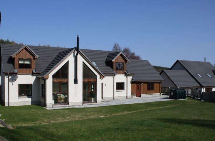 Pineways - Highland Holiday Homes