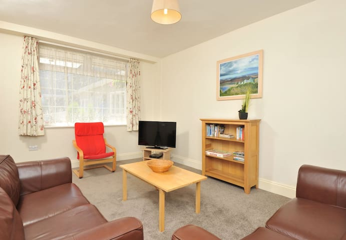 Spacious 2 bed in charming coaching mews in perfect location (9)