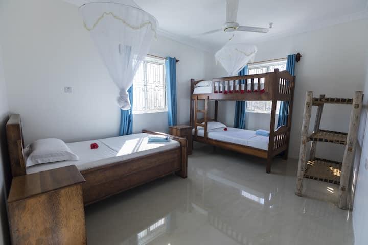KiteActive guesthouse Zanzibar ltd - Triple room