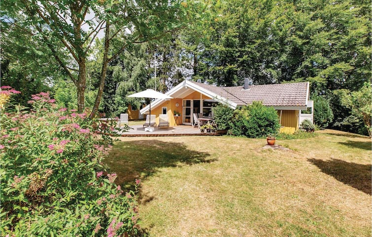 Holiday cottage with 3 bedrooms on 56m² in Rude