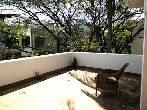Private room in an airy penthouse in Indiranagar