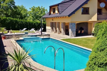 Villa Glassberg (entire object, private garden)