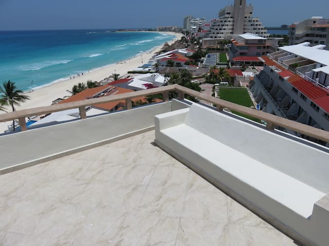 Top floor corner/king bed w/rooftops - Cancún - Departamento